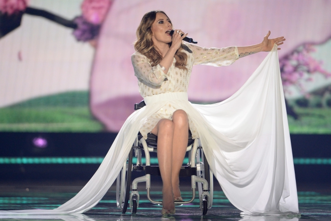 epa04761139 Singer Monika Kuszynska representing Poland performs during the Second Semi-Final of the 60th annual Eurovision Song Contest (ESC) at the Wiener Stadthalle in Vienna, Austria, 21 May 2015. The event's grand final takes place on 23 May. EPA/JULIAN STRATENSCHULTE Dostawca: PAP/EPA.
