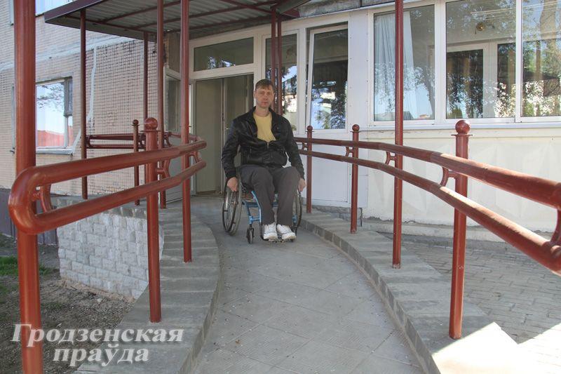 Инвалид-колясочник из Гродно 5 лет просил у города пандус