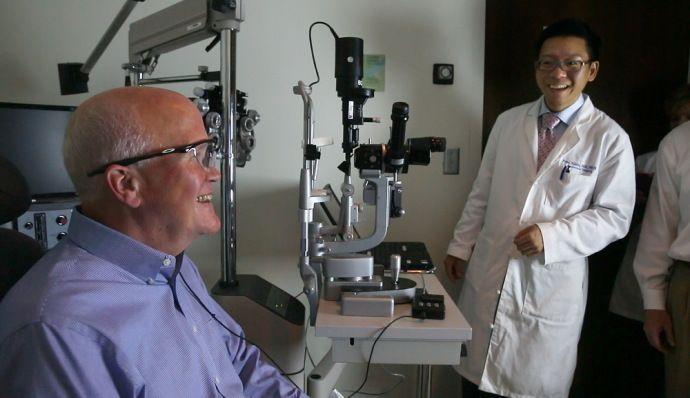 Ларри Эстер из США вернул зрение с помощью бионического глаза
