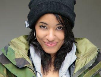 Айша Джонс: Искривленный позвоночник не помешал девушке стать моделью