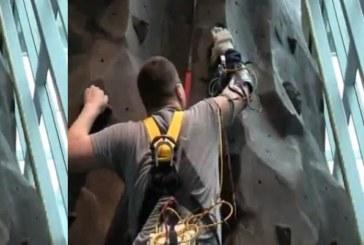 Человек с бионической рукой DEKA покоряет скалодром
