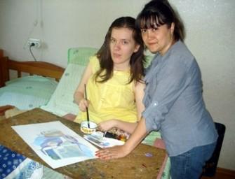Анна Литвинова: «Когда рука не дотягивается до верхнего края картины, я переворачиваю полотно и рисую «вверх ногами»