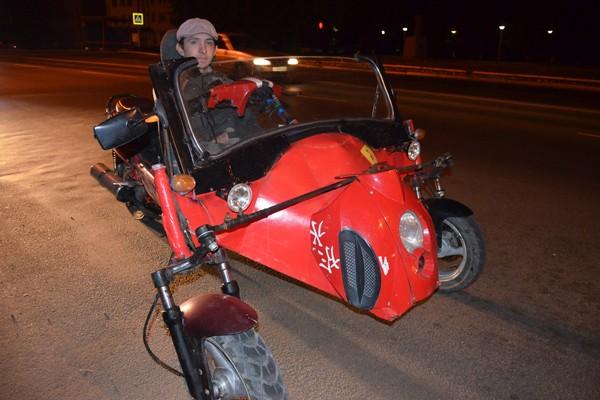 23-летнего инвалида вернул к жизни сконструированный другом скутер