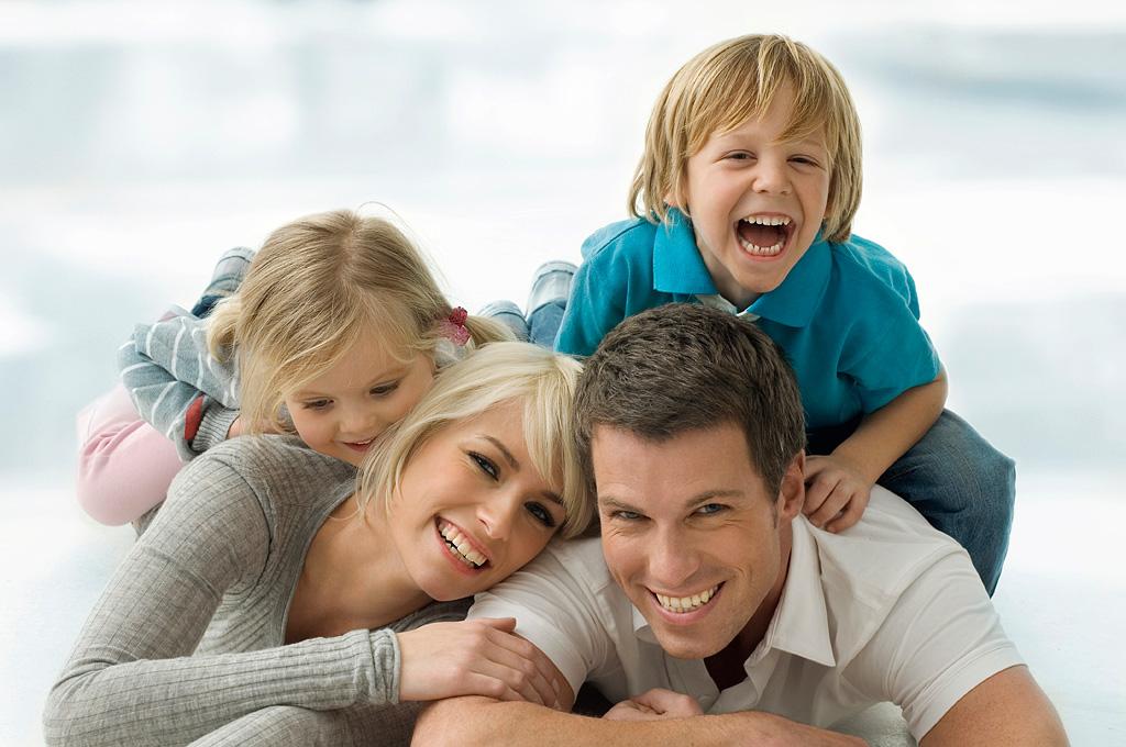 Из-за поездок за границу можно остаться без пособия на ребенка. Прямая линия с Фондом соцзащиты