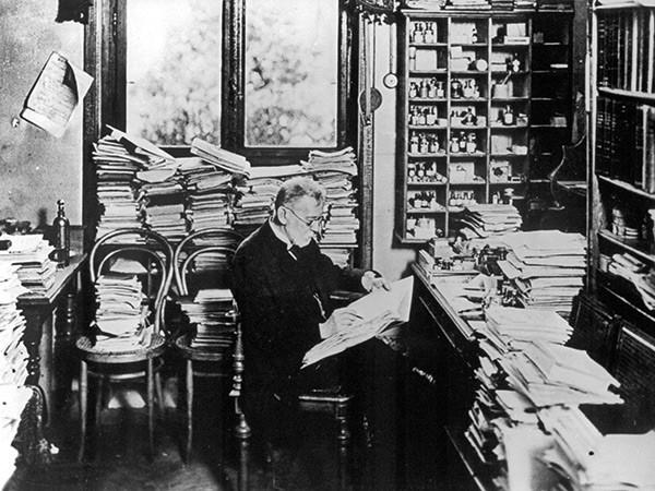 Пауль Эрлих в своем рабочем кабинете. Фото: Waldemar Titzenthaler / Wikipedia