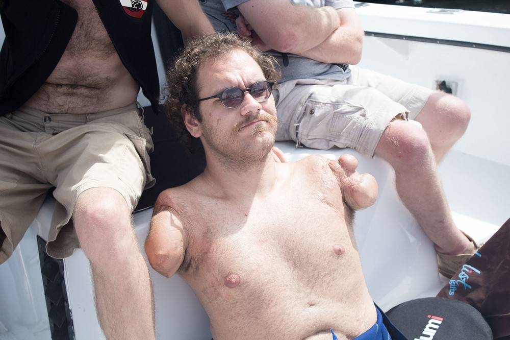 we-went-on-a-historic-shark-dive-with-a-quad-amputee-bod_002