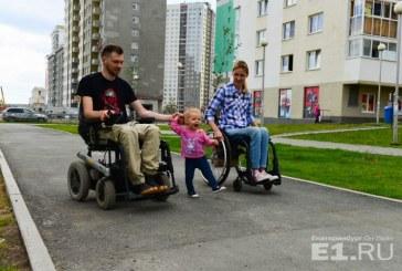 «Грустно только, что я не могу пройти с ней за ручку»: екатеринбурженка рассказала, как воспитывает дочь, сидя в инвалидной коляске