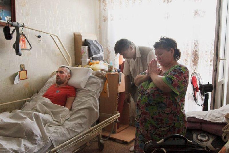 Во время обряда причащения.Фото: Ольга Шукайло.