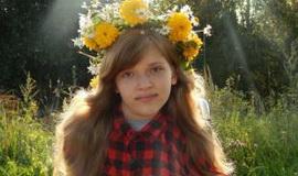 12 тысяч 420 евро. Именно столько стоит электроколяска, которая просто как воздух нужна Виолетте Банкович. 12-летней девочке из Молодечно, жизнь которой изменила болезнь, заключенная в трех буквах – СМА.