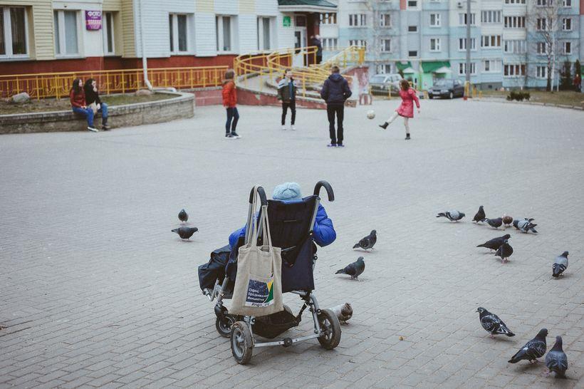 Яна Герина во время прогулки. Фото: Александр Васюкович, Имена