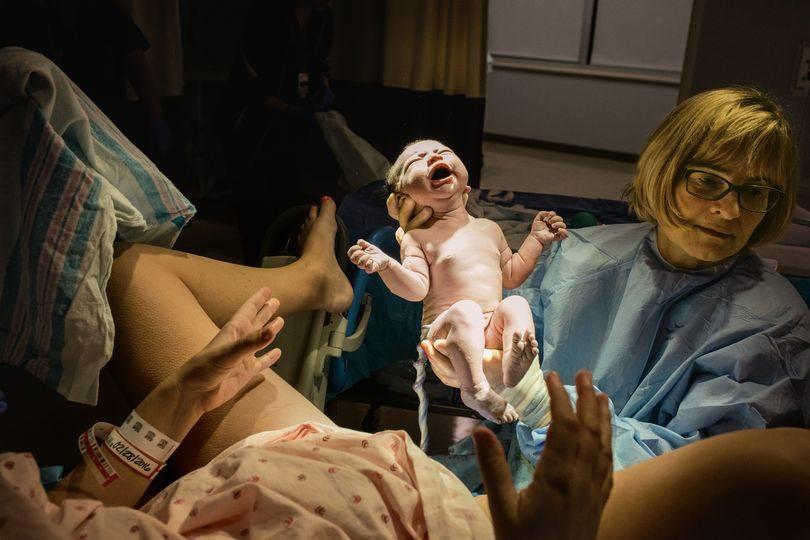 Малышка Калла Вандербер появилась на свет в Inova Women's Hospital в Фолс-Черче (Виргиния). Врачи возьмут у нее на анализ семь генов, отвечающих за усвоение определенных лекарств, — такие исследования здесь проводят для всех новорожденных. В будущем доктора смогут подбирать лекарства на основании генетического профиля человека.