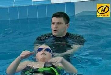Диагнозу вопреки. Инструктор по плаванию из Бобруйска помогает детям с тяжёлыми заболеваниями