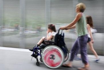 Родители ребенка-инвалида с 1 июля 2017 года смогут работать и получать пособие по уходу