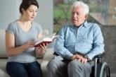 Одинокие пожилые люди смогут жить в замещающих семьях