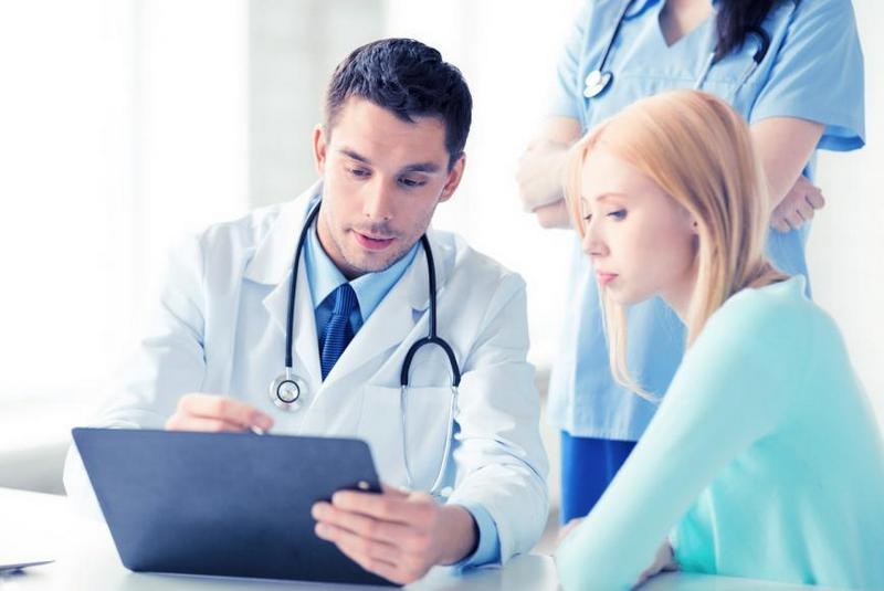 Эксперты рассказали, как понять квалификацию врача по нескольким фразам