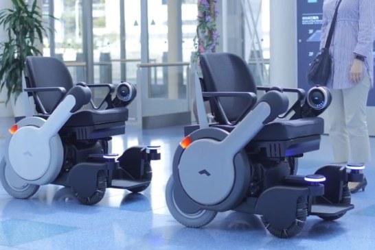 Cамоуправляемые инвалидные коляски в японском аэропорту