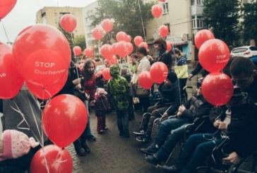 «Они нуждаются в помощи»: в Екатеринбурге дети с заболеванием Дюшенна устроили флешмоб