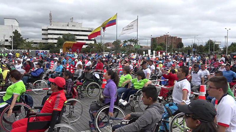 Рекордный замах: около 650 человек в колясках занимались физкультурой