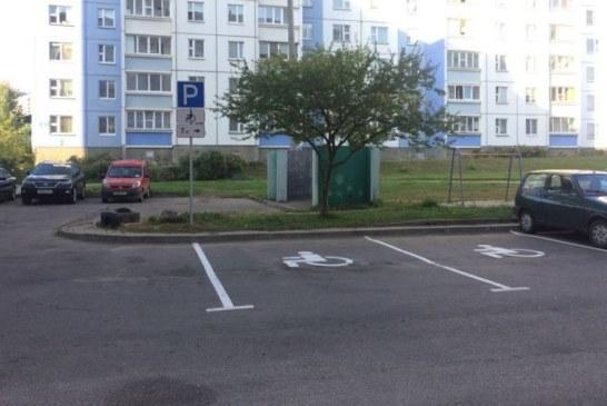 «В ЖЭС и ЖРЭО не ходите». Минчанки год добивались у властей парковки для инвалидов и победили