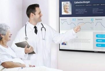 Жителей Гомеля обучают интернет-записи к врачу