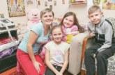 Жизнь от розетки: девочка с диагнозом как у Хоккинга уже пять лет зависит от батарейки аппарата ИВЛ