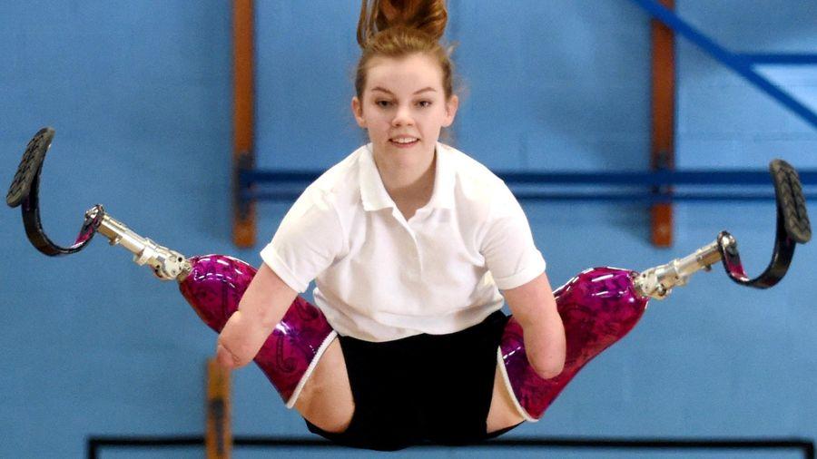 Как 14-летняя девочка без рук и без ног готовится стать гонщицей