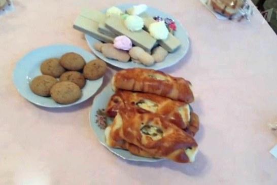 Пользователи соцсетей назвали «пиром во время чумы» трапезу украинских чиновников на встрече, посвященной Дню инвалидов