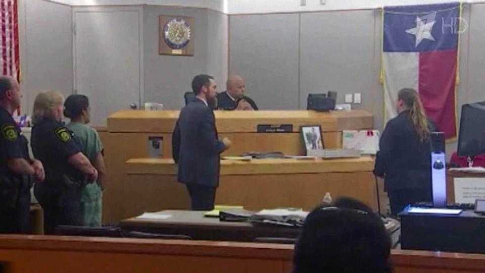 В США судят женщину, которая едва не залечила до смерти собственного сына