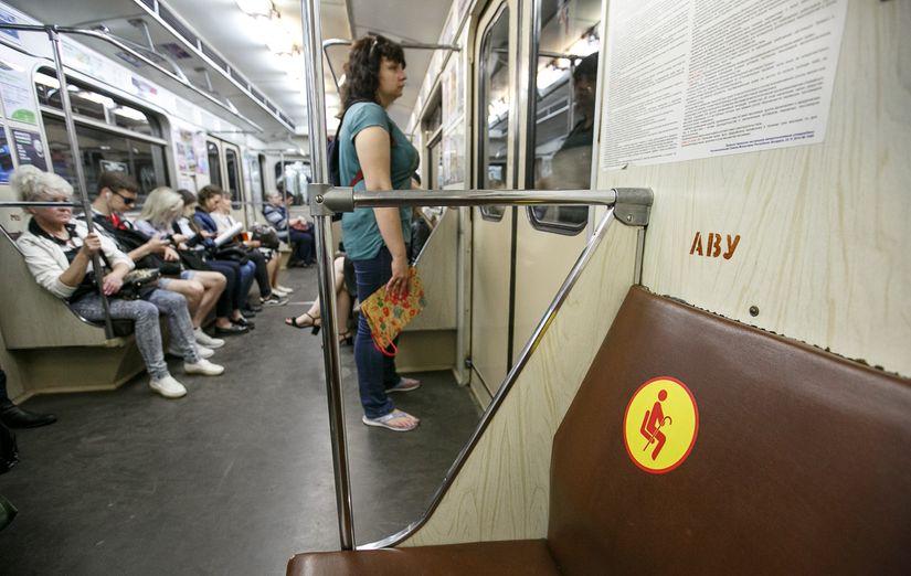 Простой вопрос: можно ли в метро занимать места для пожилых и инвалидов, если они свободны?