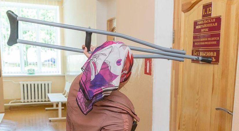 В ожидании МРЭК — в постели и памперсе, а после — в огороде с тяпкой. Ради инвалидности некоторые пациенты готовы на все