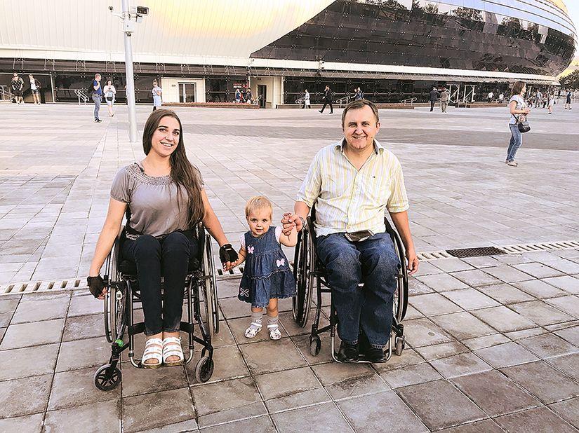 «Никогда нельзя сдаваться!» История инвалидов-колясочников, которые стали родителями