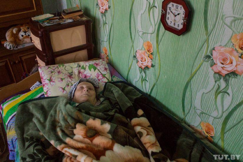 «Не лежу, а служу». Как прикованная к постели поэтесса из Горок написала 24 книги