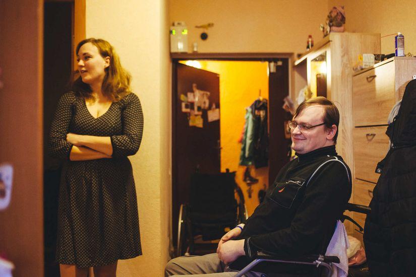 Настя — стоматолог. Они работают с мужем в одной стоматологии, но по сменам, чтобы так же по сменам быть с детьми. Фото: Александр Васюкович