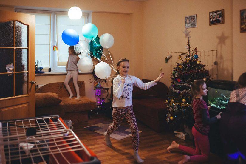 Двойняшки Вита и Мила ходят в третий класс, Юля в этом году пойдет в первый. Фото: Александр Васюкович