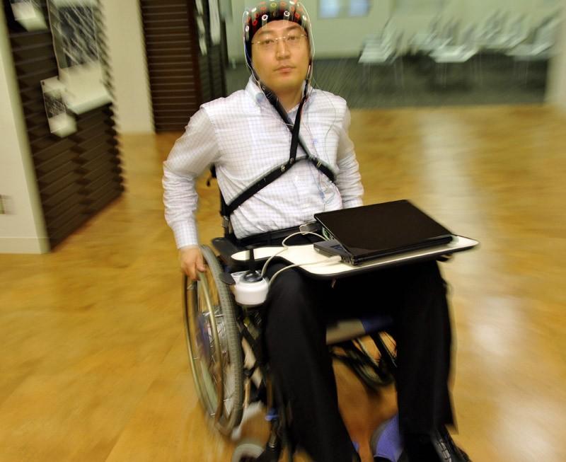 Инвалидная коляска от Toyota с использованием BMI-технологии