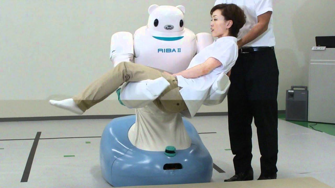 Новый робот-медвежонок носит людей на руках