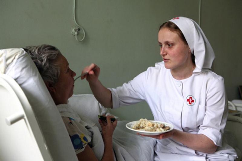 Легко ли найти сиделку в Минске и насколько дороги ее услуги?