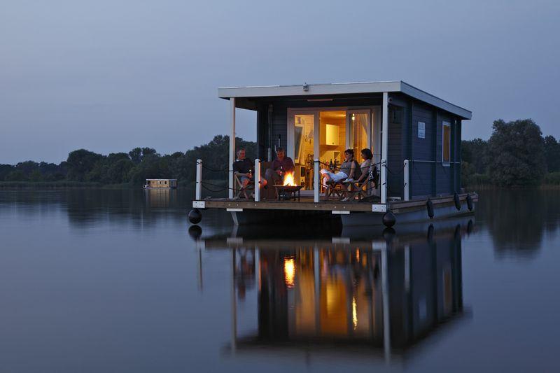 Плавучий дом для путешествий инвалидов по рекам Европы