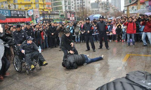 Девятилетнего мальчика с миопатией приняли в китайскую полицию