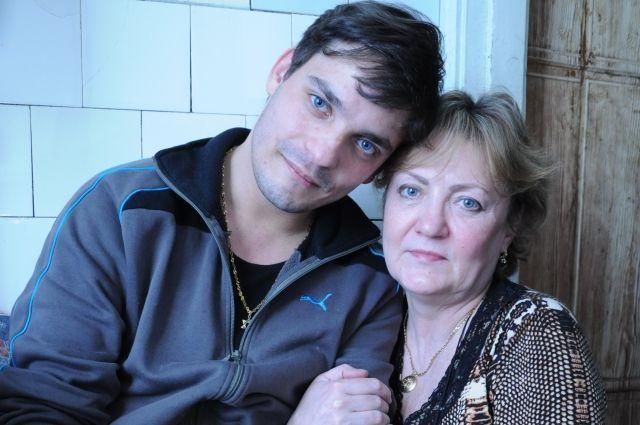 Вместе навсегда. Сын нашёл мать и отца через 27 лет