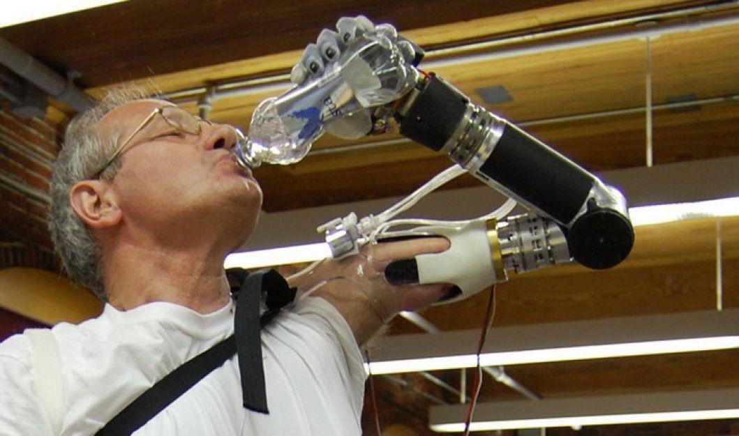 Руки робота: два прорыва в бионике