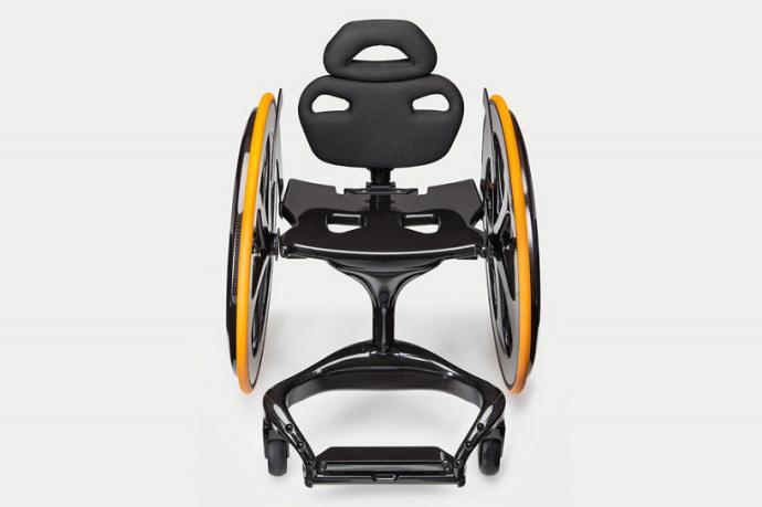 Carbon Black — инвалидное кресло из углеродного волокна