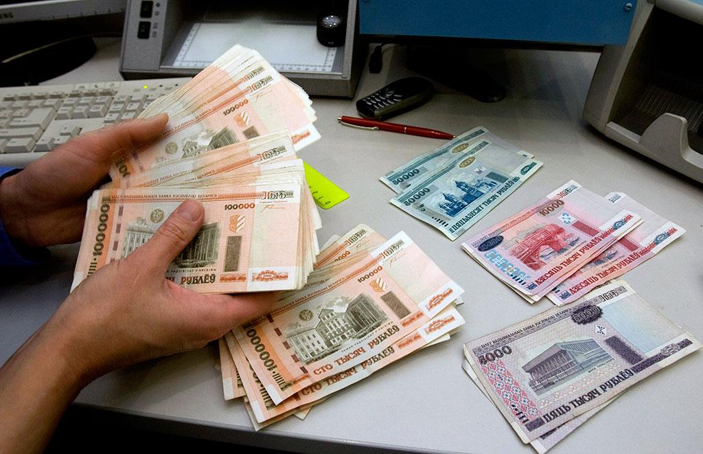 Что изменится с 1 января: многодетным дадут по 10 тысяч долларов, а работникам поднимут подоходный налог
