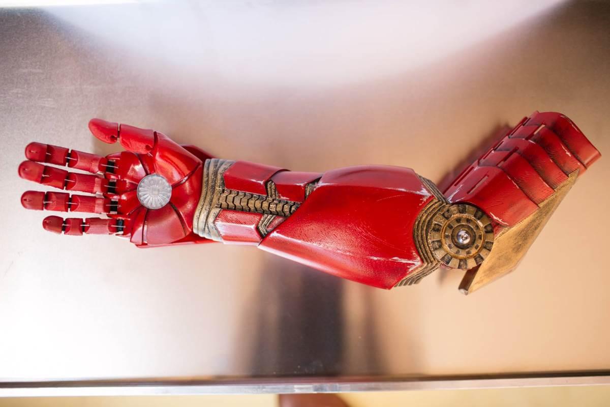 Мальчик-инвалид получил руку Железного человека в качестве протеза