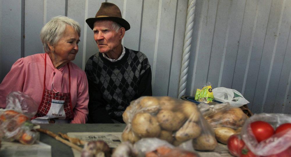 Пенсионерам и инвалидам дали бесплатные места на минских рынках