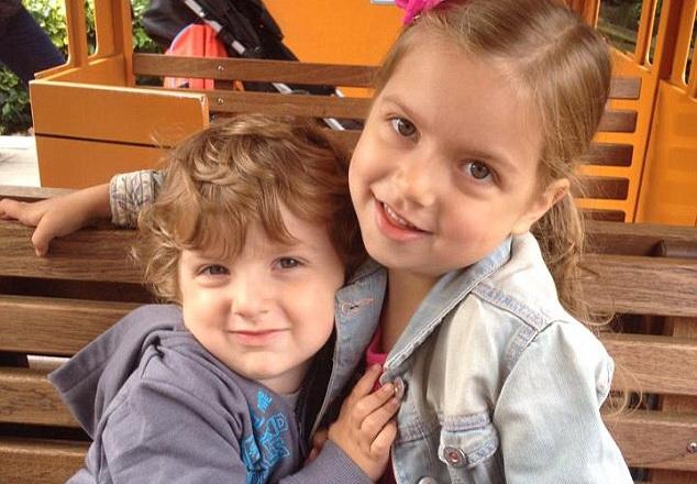 Маленькая британка Феб Уилкинсон, показала пример любви к своему больному брату