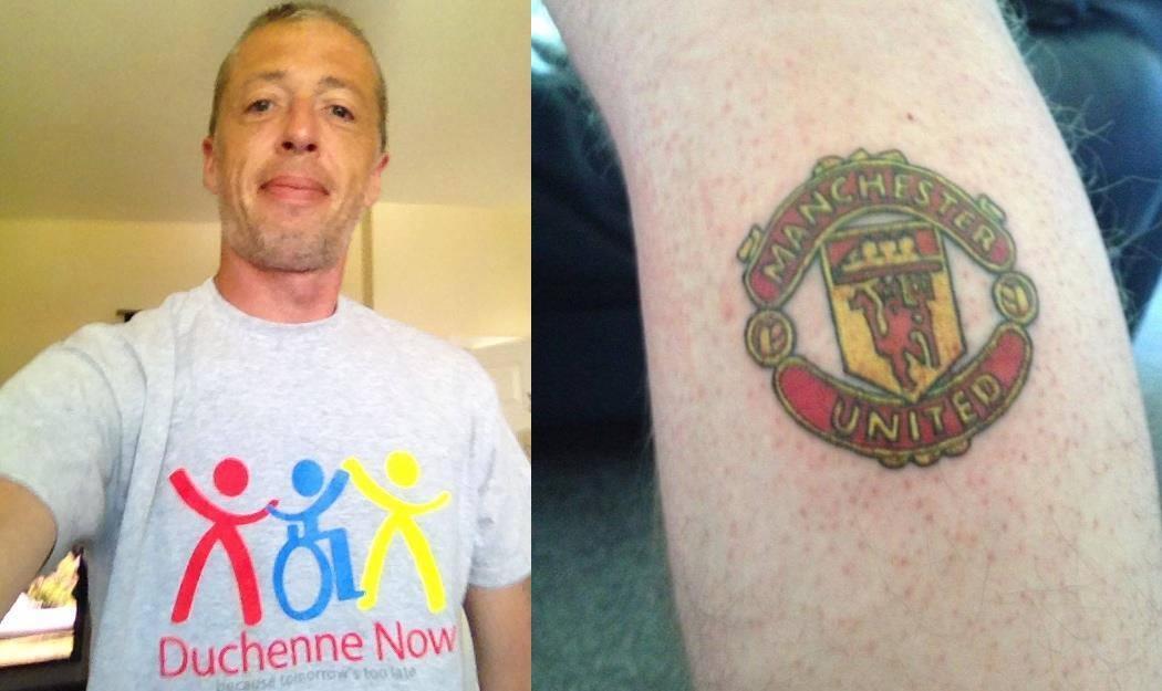 Фанат Манчестер Юнайтед сделал татуировку, собрав пожертвования ради больного миопатией сына