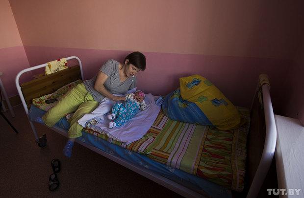 """""""Я не для опекуна рожала"""". В Ивацевичах родители-инвалиды борются за своего ребенка"""