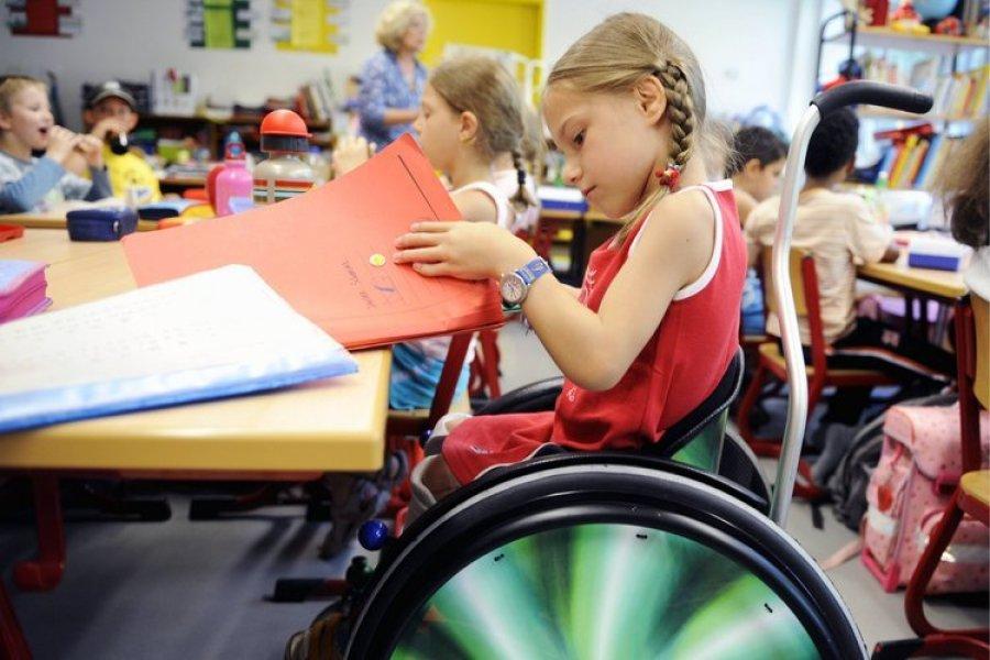 Дети-инвалиды теперь могут учиться в обычных школах: утверждена концепция и открыты первые классы