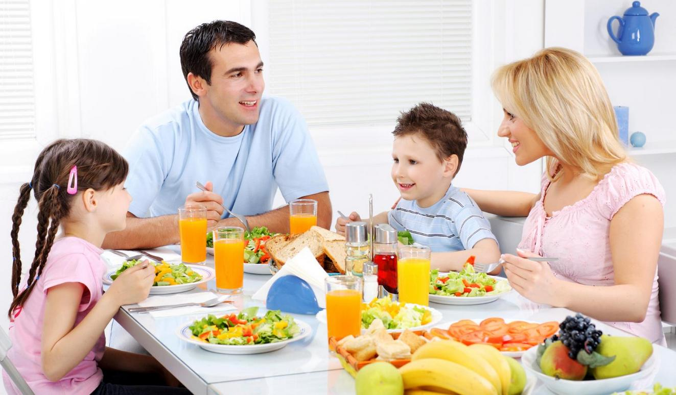 Какие пособия положены семьям с двумя детьми. Прямая линия с Фондом соцзащиты
